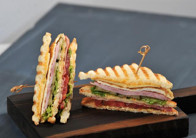 sandwich triangle façon BLT